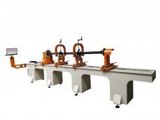 Станок для балансировки карданных валов позволяет балансировать карданные валы длиной до 4 метров, весом до 300 кг.